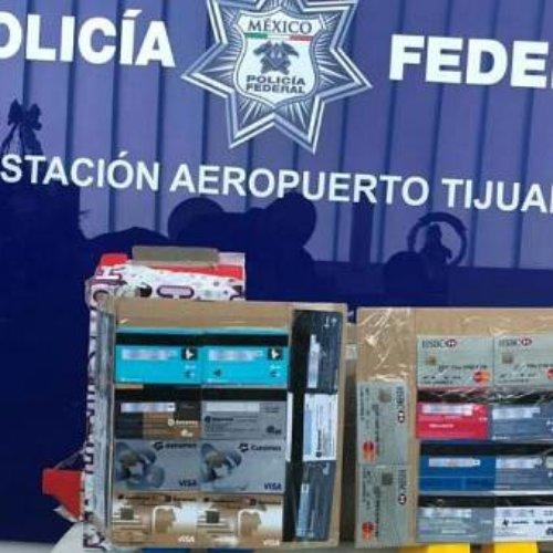 Decomisan en Aeropuerto de Tijuana metanfetamina y tarjetas bancarias clonadas